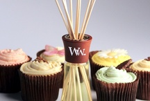 Vanilla Frenzy / Evoke the senses with creamy vanilla, fluffly butter icing, a dusting of cinnamon, sticky caramel and that comforting fresh baked aroma.