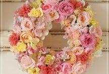 【フラワーリース】 / アートやプリザーブドフラワーを素材として フラワーリースギャラリーです。 ご結婚や開店のお祝いにぴったりです。