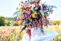 Colourful Wedding Ideas / Planning a colourful wedding in Mallorca? Check out these colourful wedding theme and styling ideas.