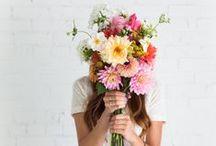 DECORAR CON FLORES / EL poder de las flores en la decoración. Descubre en este tablero ramos y diferentes maneras de decorar con flores.