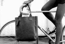 """""""Lo famo strano, opere d'arte in bicicletta"""" / Perchè limitarsi al giretto in automobile o in moto?"""