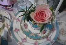 Wedding tables / Floral creations with vintage china