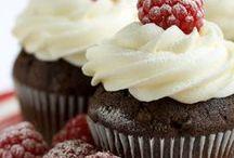 Cupcakes + Petit fours + Cookies / by Marta Bernardes
