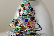 CHOINKA / choinka, święta, Mikołaj, prezenty, bombki, oświetlenie, ozdoby