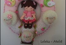 Guirlanda de porta maternidade de ovelhas / esta guirlanda foi confeccionada  para uma princesa chamada Liz.. todos os detalhes foram acertados juntamente com a mamãe e o resultado vocês podem conferir aqui!.....................   loja: http://www.elo7.com.br/lelekaatelie17f10a   .......................pagina no facebook: https://www.facebook.com/LojaLeleka