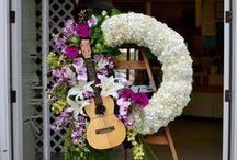 Sympathy Flower Arrangements / Grave Flower Bouquets & Funeral Arrangements