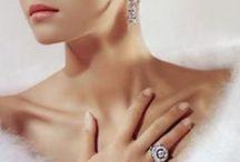 Fehér szőrme, gyöngy...