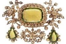 ROYAL AND HISTORIC JEWELRY / by Maria Dolores Fernandez