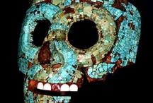 """MEXICAS (AZTECAS) / Se dice que los aztecas eran la gente que vino de Aztlan.Azteca en nahualt quiere decir """"la gente que vino de Aztlan""""  Los aztecas vagaron durante años hasta que llegaron a Coatepec,ahi surgio una disputa entre ellos,pues unos querian seguir a Huitzilopochtli y los otros a Coyolxauhqui,su hermana.En la batalla que se sucito gano Huitzilopochtli.Coyolxauhqui fue muerta y desmembrada. Los aztecas ganadores cambian su nombre a mexicas y siguen viaje al Sur,donde fundan Tenochtitlan.Lindo mito  / by Maria Dolores Fernandez"""