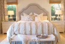 Dormitorios / by Elizabeth Aguirre