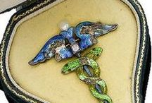 ART NOUVEAU JEWELRY GROUP / by Maria Dolores Fernandez