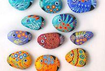 Belles pierres / Piedras pintadas.