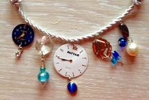"""Collares únicos  """"Aúpa el reciclaje"""". / Collares personalizados hechos con abalorios reciclados."""