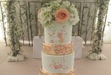Mint green wedding inspiration / Mint green combinations for wedding inspiration, wedding dresses, flowers, cake, invites and more.