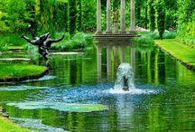 Jardines que hacen soñar. / Lugares de ensueño para permanecer horas sin desear que pase el tiempo.