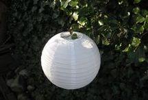 Lampionnen als decoratie / Op je bruiloft de locatie decoreren met onze Lampionnen, een sfeervol geheel en met onze ledlampjes kunnen de lampionnen s' avonds ook verlicht worden.