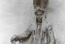 BLACKFOOT / The four Niitsítapi nations of the Blackfoot Confederacy are the Siksiká(Siksikáwa), Káínaa (Kainai or Blood), Aapátohsipikáni (Northern Peigan), and Aamsskáápipikani (South Peigan or Montana Blackfoot).