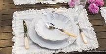 Zauberhaftes Geschirr in romantischen Landhausstil _ ROMANTIK / Italienisches handgearbeitetes Kaffeegeschirr und Essgeschirr in weiss aus schwarzer Keramik.