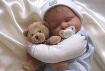 * Doudou * / Le doudou est le premier compagnon de bébé !