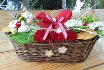 Saját kezűleg / Kizárólag saját kezűleg készített dekorációs tárgyakat,virágtartókat, csokrokat....stb mind az én művem....