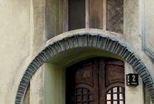 meble/furniture,drzwi/doors,okna/windows /  porcelana/porcelain, lampy/lamps, zegary/ clocks