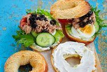 Piknik / Ulos katettava piknik tuo mukavaa vaihtelua sisällä syömiselle.  Valmista piknikille hyvin säilyviä, helposti syötäviä ja kuljetettavia ruokia. Osa piknikeväistä kannattaa viimeistellä vasta piknikillä.