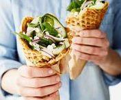 Brunssi / Pitkän kaavan mukaan nautittu aamupala on viikonlopun helmi. Brunssi on aamiaisen ja lounaan yhdistelmä, jota nautitaan rauhassa ja yleensä yhdessä ystävien tai perheen kanssa. Kokoa herkullisista resepteistä joko kasvis- tai lihapainotteinen brunssi.