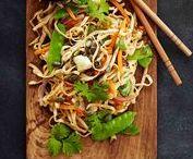 Vokit / Vokkaamalla teet nopeasti ja helposti hyvää ja riittoisaa ruokaa. Tarjoa riisin tai nuudelien kanssa.
