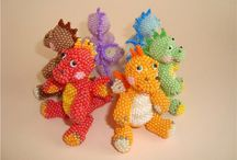 pony hama beads rocalla abalorios / pony beads tutorial and figures / by Manicura Creativa