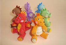 pony beads rocalla abalorios / pony beads tutorial and figures / by Manicura Creativa