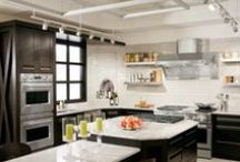 Transitional Kitchen Designs / It you like a Classic design but your significant other has more of a contemporary style, a Transitional Design Style is the perfect blend! Check out these beautiful Transitional kitchen designs by Showcase Kitchens & Baths!