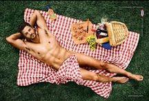 Sexo & Comida / A comida vendida com sex appeal, sensualidade. A ideia é seduzir os consumidores com anúncios sexy. Descubra aqui exemplos de como o sexo, erotismo e sensualidade são usados como estratégia de marketing para vender comida.   Mais informação em www.sexonomarketing.com
