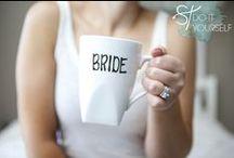 Trend: DIY-Hochzeitstassen / Der Trend 2014/2015: Selbstgemachte Wedding Mugs - Tassen für Braut. Bräutigam, Brautjungfern etc. mit süßen Sprüchen und Zeichnungen. Nicht nur für Fotos ein tolles Accessoire, sondern auch eine schöne Erinnerung, die Euch jeden Tag bzw. Morgen Eurer Ehe begleiten kann.