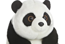 Soft Toys / Assorted cuddly creatures for all ages. Everything from collectables to souvenirs.