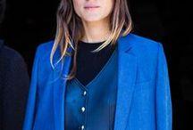 Черное и синее / Эти цвета вместе выглядят очень элегантно, даже если речь идет о комбинировании синего платья с черными колготками. Сочетание синего и черного начали активно использовать в осенних коллекциях 2012 многие дизайнеры, такие как Carolina Herrera, Miu Miu, Gucci, Céline.