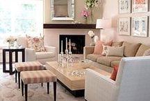Interior: Living room / Great living room interior ideas with many pillows and lots of style. I want one of these window sofas!   Schöne Wohnzimmer Ideen mit vielen Kissen und viel style. Ich hätte so gerne so ein Fensterbank-Sofa!