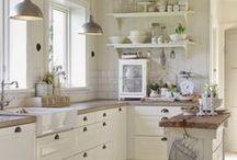 Interior: Kitchen | Einrichten: Küche / The prettiest kitchens with style and lots of space. Wish I had such a huge kitchen | Die schönsten Küchen mit einer Menge Platz. Hach, ich hätte auch gerne so eine große Küche - was man da alles so backen kann!