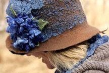 čepice a klobouky a šály