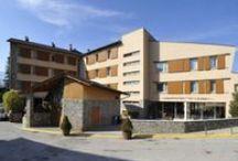 Aparthotel Ca l'Aurèn / Gaudeix a la Cerdanya d'un aparthotel amb un gran nombre d'instal·lacions al bell mig dels Pirineus, en un entorn ideal per gaudir del paisatge de muntanya. / by Cerdanya Resort