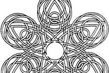 MANDALA  - tvořená tenkými čárami
