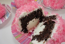 Cupcake heaven...hints & recipes / by Sue Evans