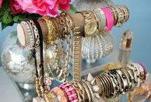 Sieraden opbergen / De leukste en mooiste manieren om je sieraden op te bergen. Want sieraden hoeven niet verstopt te zitten in een doos of lade!