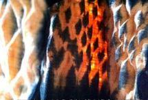 "SHIBORI - NATURAL DYE - ""Fire"" - Studio InBlueBrazil & Atelier Etno Botânica / #handmade #naturaldye #silk #cotton #naturalfiber #vegetal #inbluebrazil  #fire #mokume #shibori #degradê #laranja #black  Leka Oliveira #designer #textile httpswww.instagram.com studio_inbluebrazil"