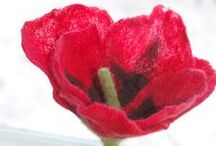 DIY Poppies to Craft, Knit, Crochet, Stitch / A collection of DIY poppy tutorials and ideas to make a poppy from paper, yarn, fabric, felt, plastic, fondant or clay. Use your poppy as a gift topper, a craft or to accessorize. Wear a red poppy to remember for Memorial Day in May in the U.S. or Remembrance Day in November in the U.K., Canada, Australia and New Zealand. Make a bright orange poppy to celebrate the State flower of California.