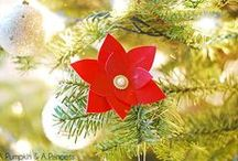DIY Christmas Flowers to Craft, Knit, Crochet, Stitch, Cut and Fold / A collection of DIY Christmas flower tutorials and ideas to make your own holiday flowers including red poinsettias and other festive Christmas flowers. Use paper, yarn, fabric and felt to make holiday flowers to give and decorate.