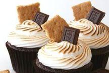 Süße Kleinigkeiten (Cupcakes,Cake Pops, Muffins+Co.) / Cupcakes,Cake Pops,Muffins, Macarons, Kekse, und  andere süße Kleinigkeiten, die man in die Hand nimmt + auf der Stelle sofort genießen möchte. Gebacken oder nicht, Hauptsache lecker. Außerdem Deko- + Backtipps / by a.liZ.a