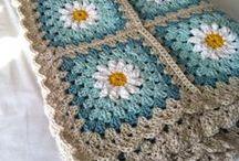 Daisy Granny Squares / crocheted flower afgans