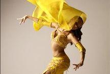 Amarelo - Yellow / As cores da dança do ventre. The colors of belly dance.  by Studio Dani Camargo - A dança do ventre em Campinas