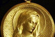 Médailles de Baptême / Baptism gift / Vierges / virgin or 18 k / Présentation de nos modèles de médailles de Baptême fabriquées dans notre atelier à Paris.