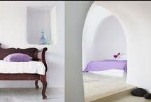 Curved walls and dazzling whites  / Perivolas interiors...